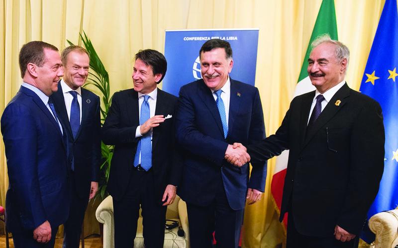 قرقاش: الإمارات تدعم الجهود الأممية لحل يجمع الليبيين