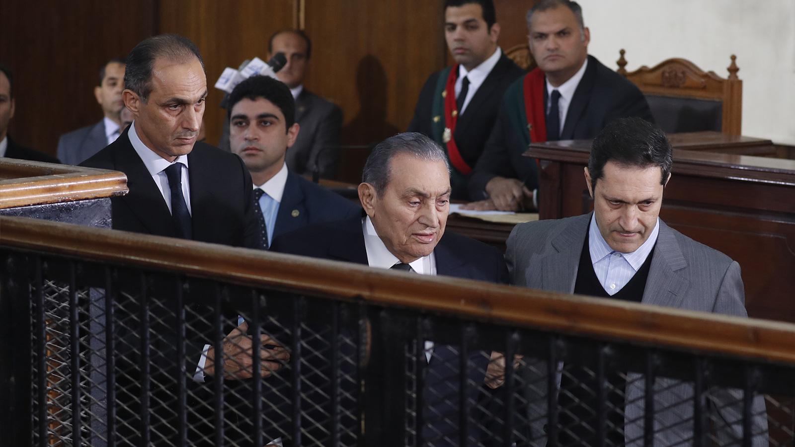 لأول مرة منذ خلعه.. مبارك يحاكم ثورة يناير