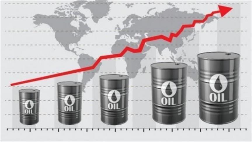 النفط يعاود الصعود بعد امتصاص صدمة المخزونات الأمريكية
