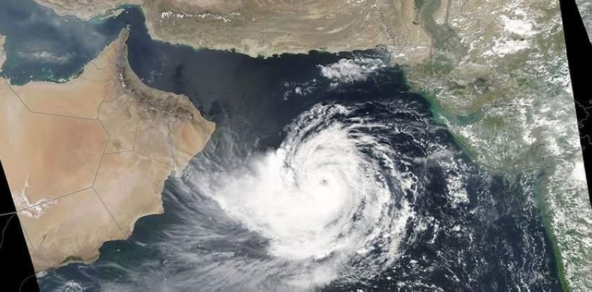 عُمان تحذر من تطور العاصفة المدارية في بحر العرب