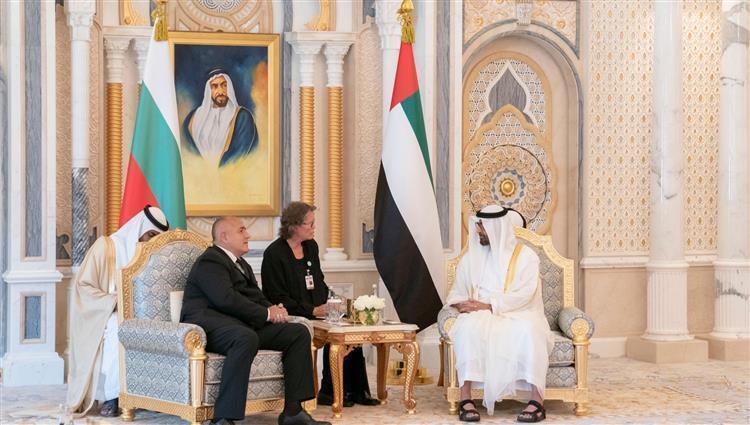 محمد بن زايد يبحث تعزيز علاقات الصداقة والتعاون مع رئيس وزراء بلغاريا