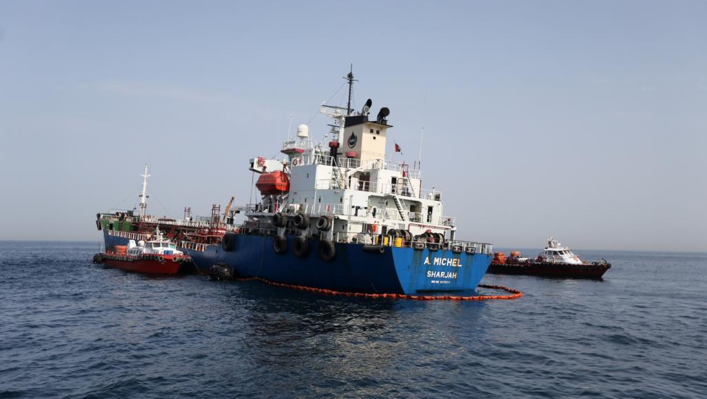 أسعار النفط تقفز بعد حادث بناقلتي نفط في خليج عمان