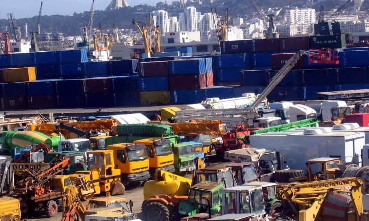 إضراب مفاجئ يشل أكبر ميناء بالجزائر تديره موانئ دبي