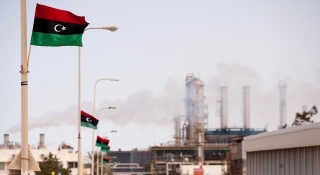 مؤسسة النفط الليبية تطلب رفع رواتب العاملين 67 بالمئة