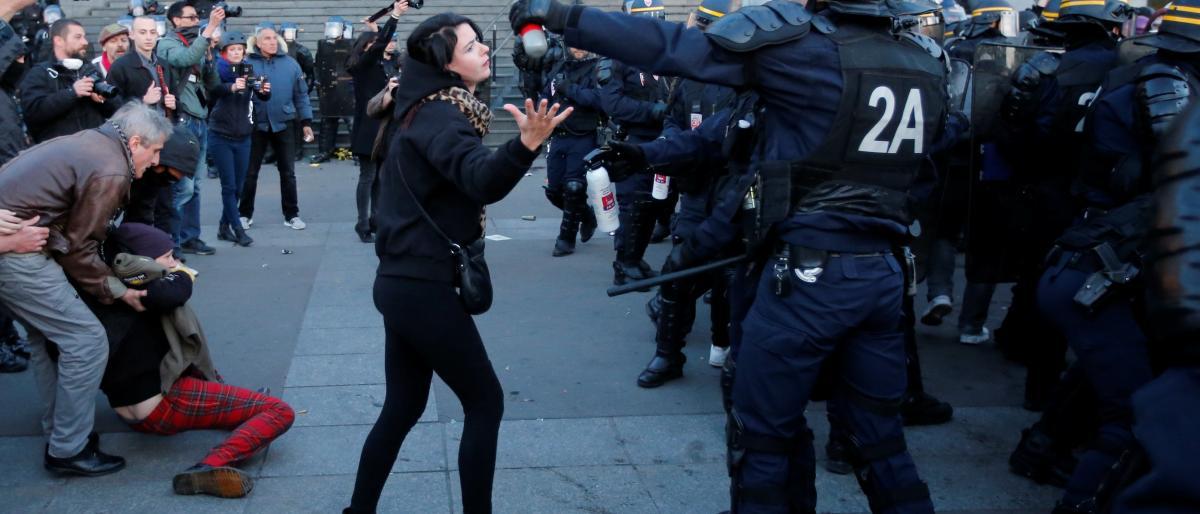 البرلمان الفرنسي يقر قانون مكافحة الشغب