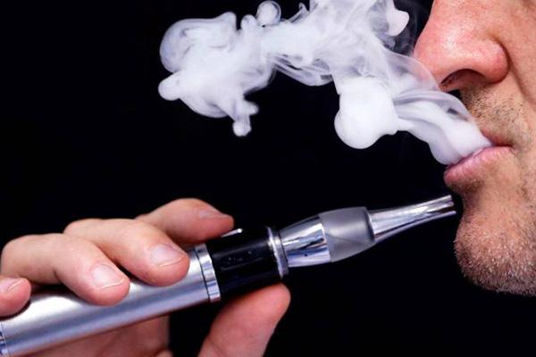 احترس.. السجائر الإلكترونية تزيد من خطر الإصابة بالالتهاب الرئوي