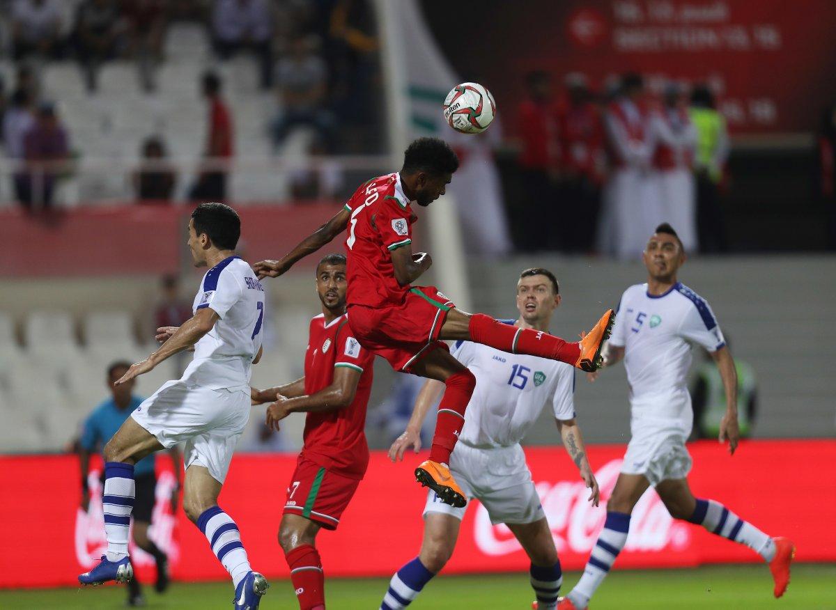 عمان تتلقى الهزيمة من أوزبكستان في كأس آسيا19