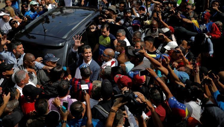 جوايدو يطالب الفنزويليين بتكثيف التظاهرات للإطاحة بمادورو