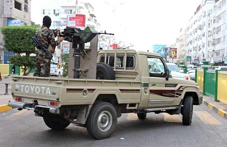 رفعت أبوظبي يدها عنها.. فشرعت الحكومة بإجراءات العودة إلى عدن