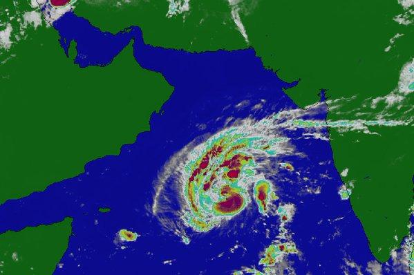 الأرصاد: عاصفة بحر العرب تتحول إلى إعصار مداري