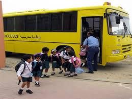 نقل أبوظبي تشدد على التزام سائقي الحافلات المدرسية بمعايير السلامة