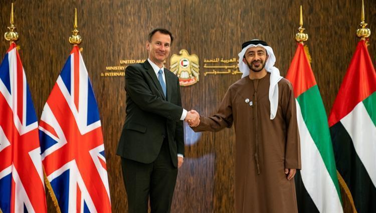 عبدالله بن زايد يستقبل وزير الخارجية البريطاني