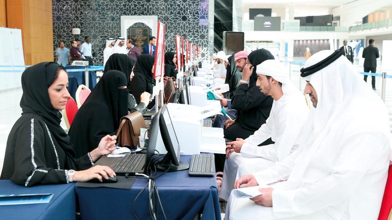 من دبي هذه المرة.. معاناة المواطنين تتجدد على أبواب معارض التوظيف