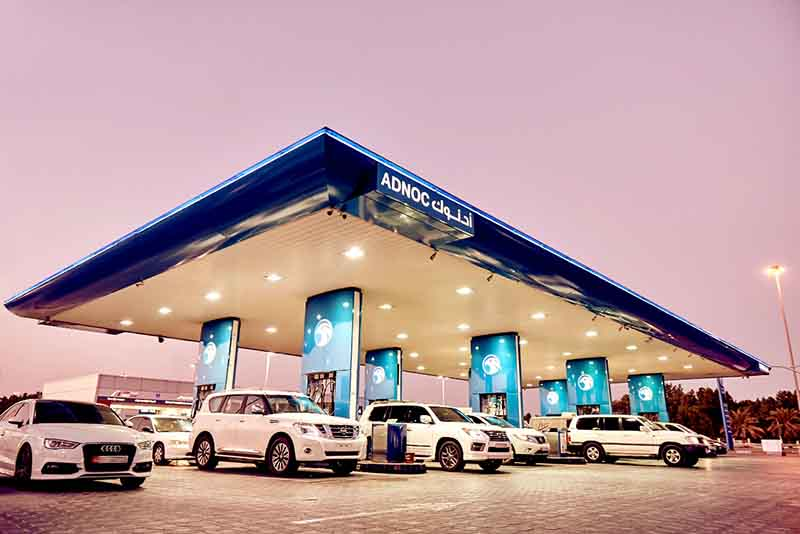 أدنوك للتوزيع تقدم 100 ألف شريحة ذكية مجانية للتزود بالوقود
