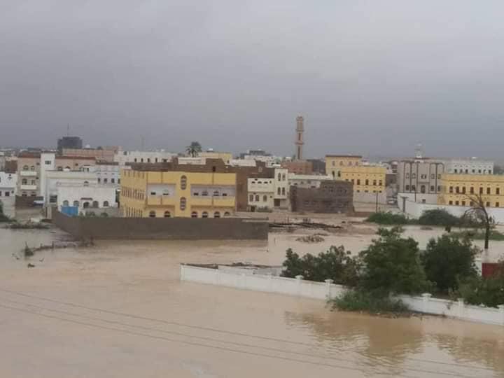اليمن.. إصابة 100 شخص وإجلاء 2000 أسرة جراء إعصار لُبان