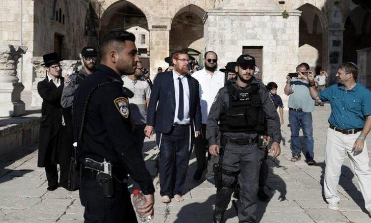 """عضو الكنيست المتطرف """"غليك"""" يقتحم المسجد الأقصى"""