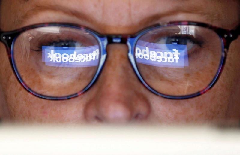 «فيسبوك» توظف مدققين لمواجهة الأخبار الكاذبة