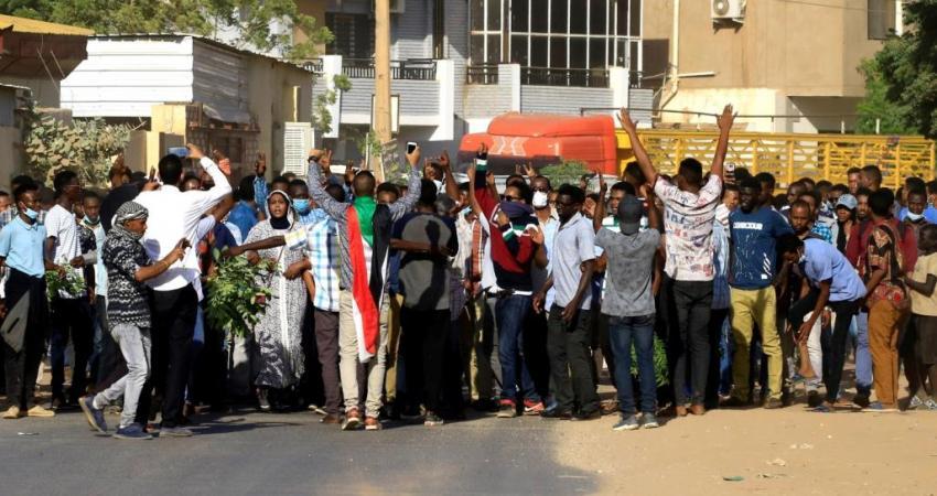ناشطون سودانيون يحذرون نظام السيسي من التدخل بشؤون بلادهم