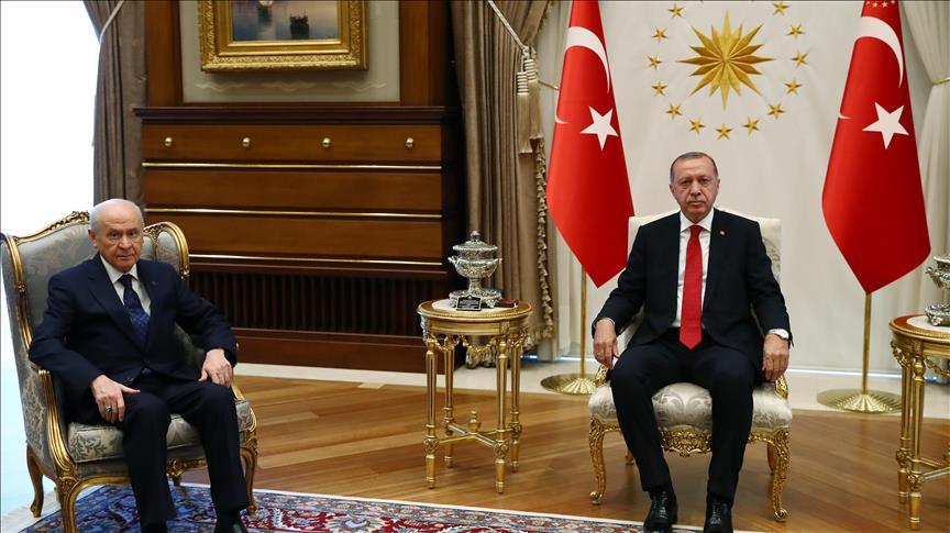 صحيفة تركية: أردوغان وزعيم الحركة القومية يتفقان على رفع حالة الطوارئ