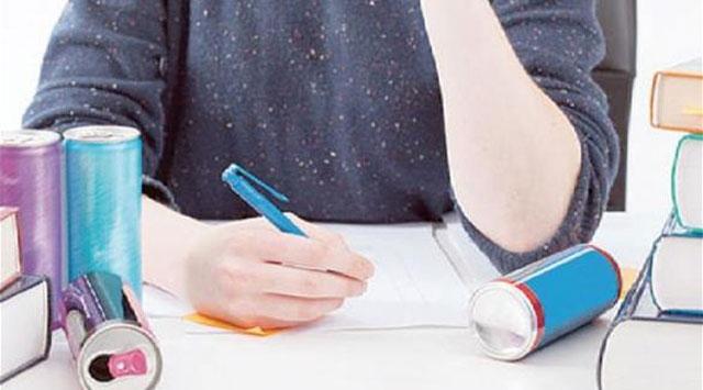 أطباء يحذرون الطلبة من تناول مشروبات الطاقة خلال الامتحانات