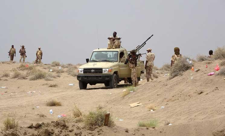 الجيش اليمني يسيطر ناريا على الخط الرابط بين محافظتي تعز والحديدة