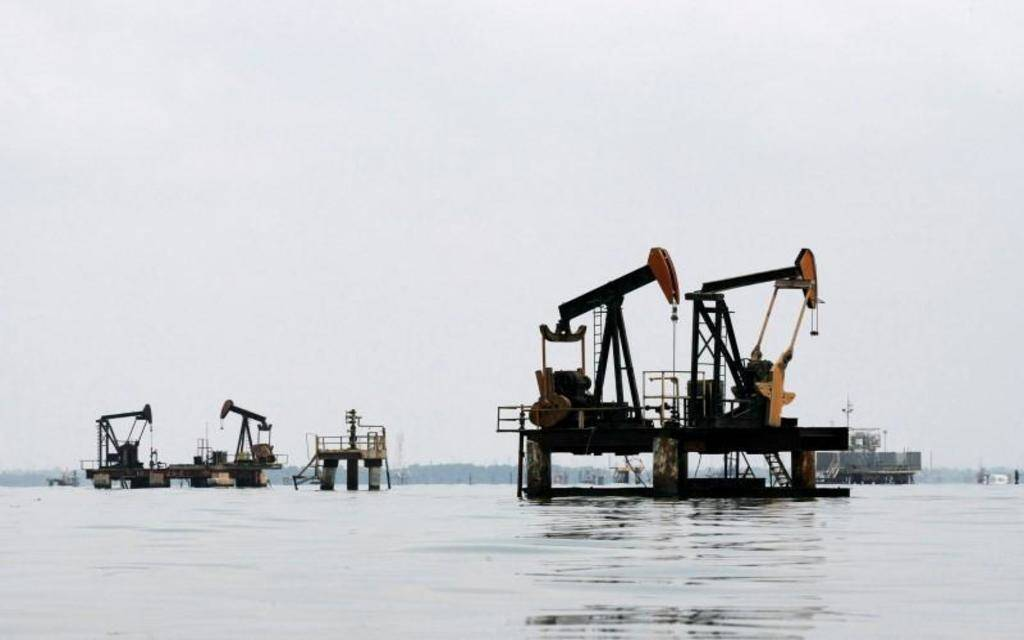 النفط ينخفض وسط جولة جديدة من الرسوم في الحرب التجارية