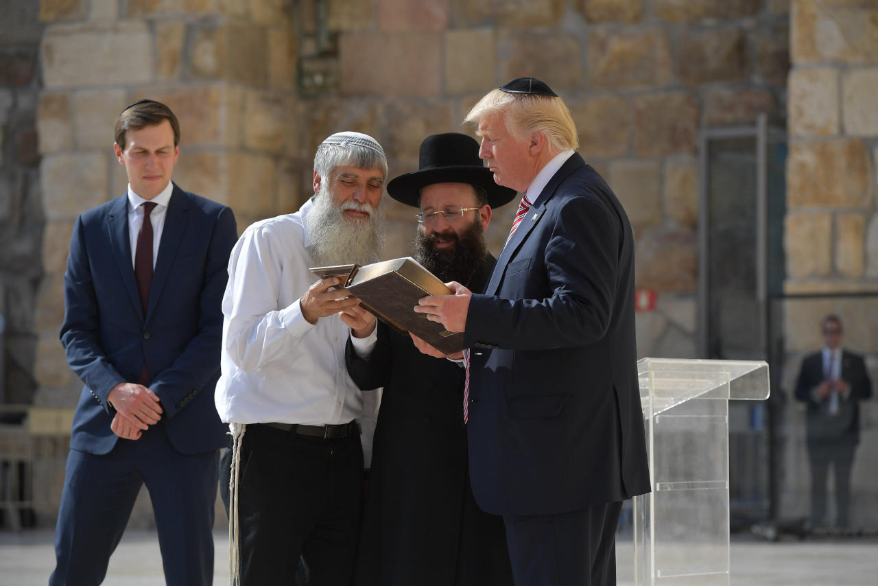 ترامب يعد إسرائيل بنقل سفارته للقدس الشهر القادم