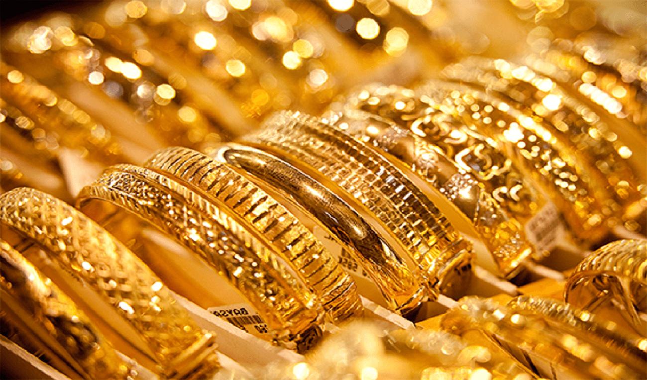 أسعار الذهب تحقق أول مكسب أسبوعي في شهر