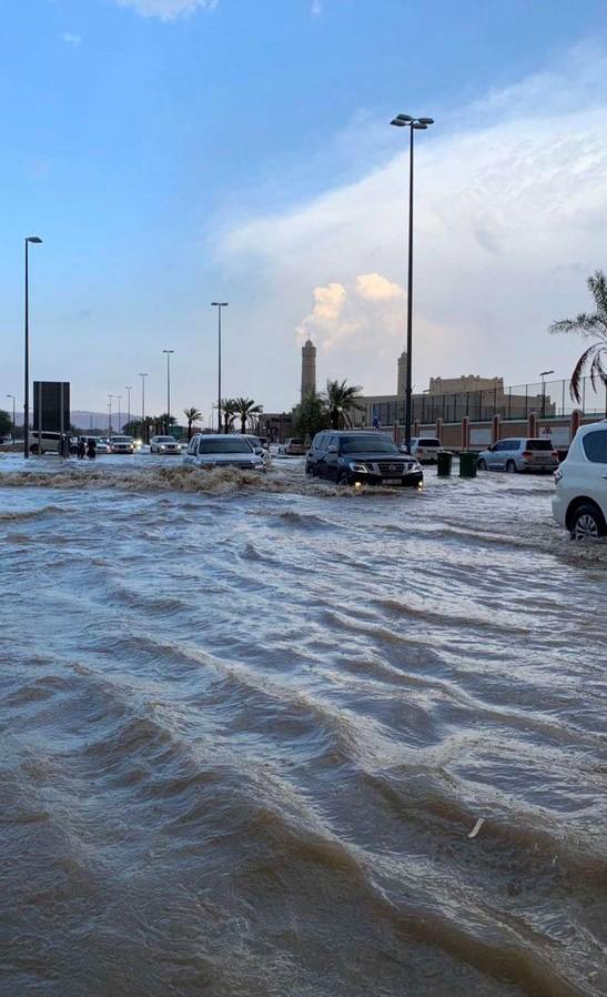أمطار غزيرة على مدينة العين.. والأرصاد: سحب ركامية وفرص لسقوط أمطار