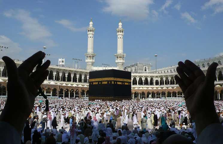 محمد بن زايد يهنئ الملك سلمان بنجاح موسم الحج