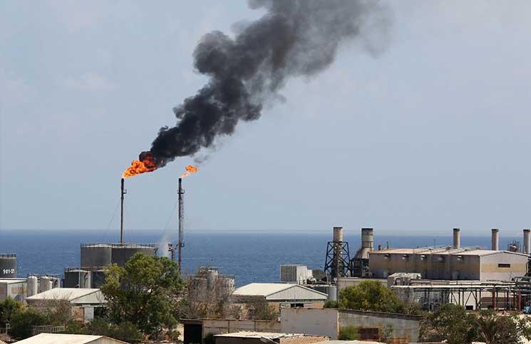 نائبة المبعوث الأممي تستنكر اختطاف عمال بحقل نفطي جنوبي ليبيا