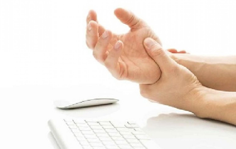 أسباب عديدة وراء تنمل اليدين.. تعرف عليها