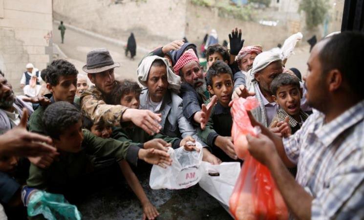 """يمنيون يطلقون حملة إلكترونية تطالب بالخروج """"بثورة جياع ضد الجميع"""""""