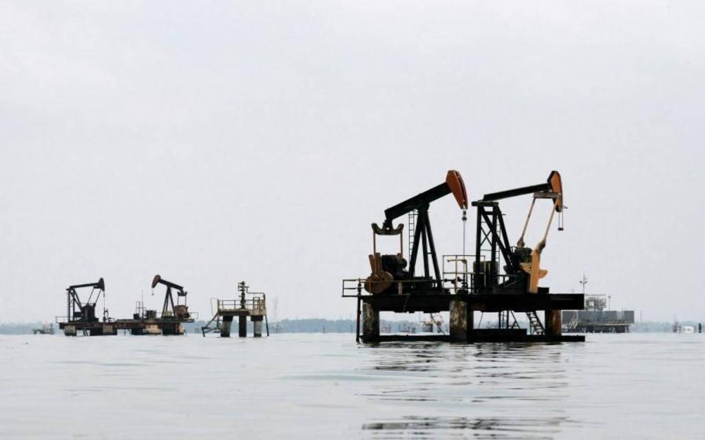 أسعار النفط تواصل الهبوط بفعل تخوفات تباطؤ اقتصادي