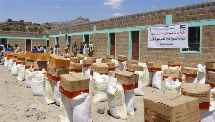 الهلال يغيث ألف أسرة يمنية بمواد غذائية