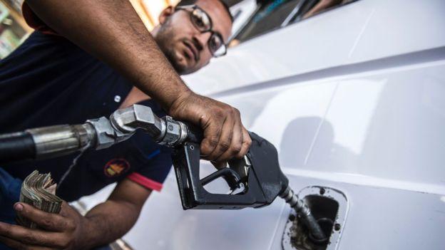 غضب واسع على هاشتاغ البنزين بشأن زيادة أسعار الوقود في مصر