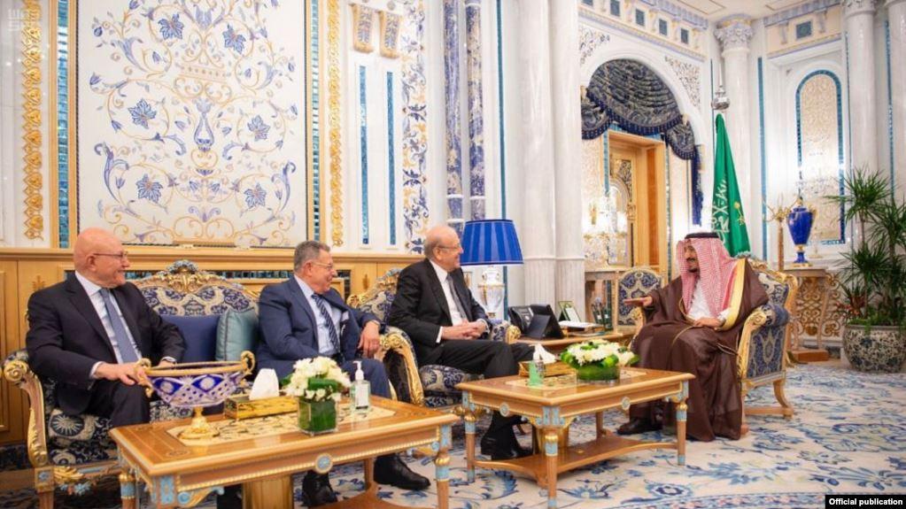 رؤساء حكومات لبنانية سابقين يلتقون العاهل السعودي