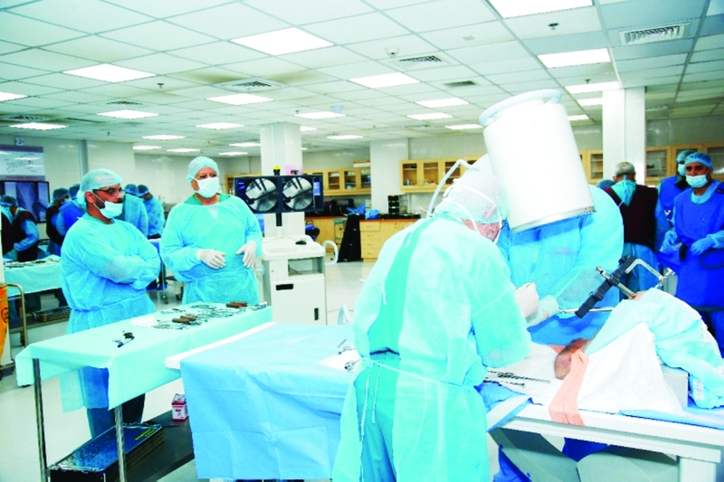 25 % من سكان الإمارات يعانون «خشونة الركبة»