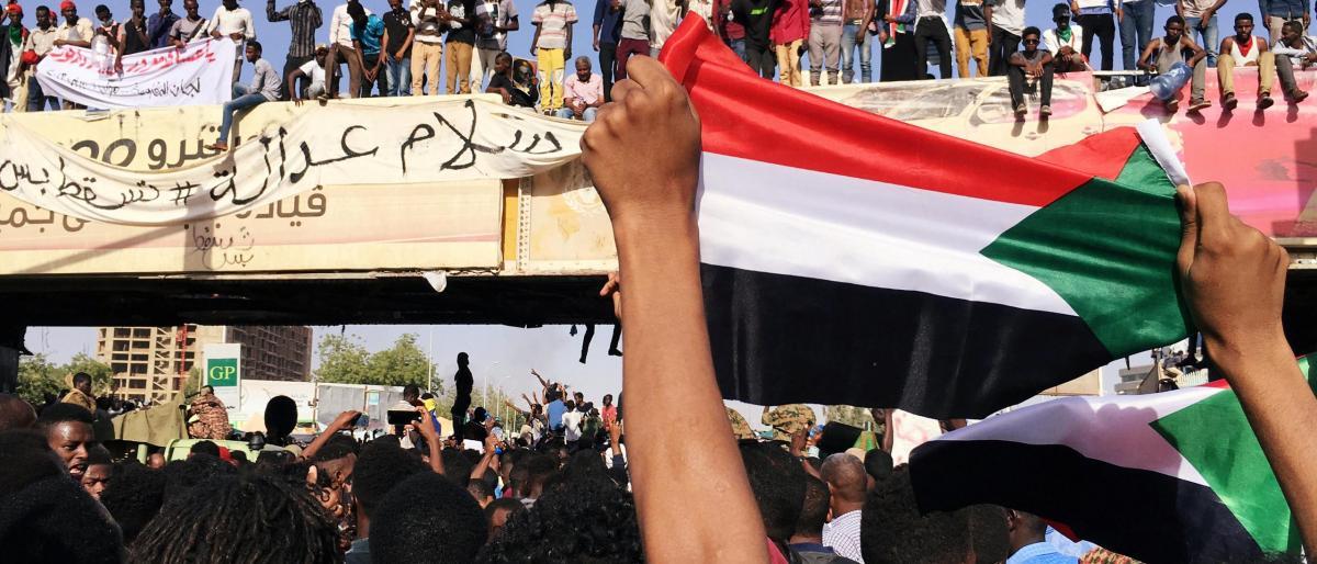 تحذير شديد اللهجة من قوى التغيير إلى العسكر السودان
