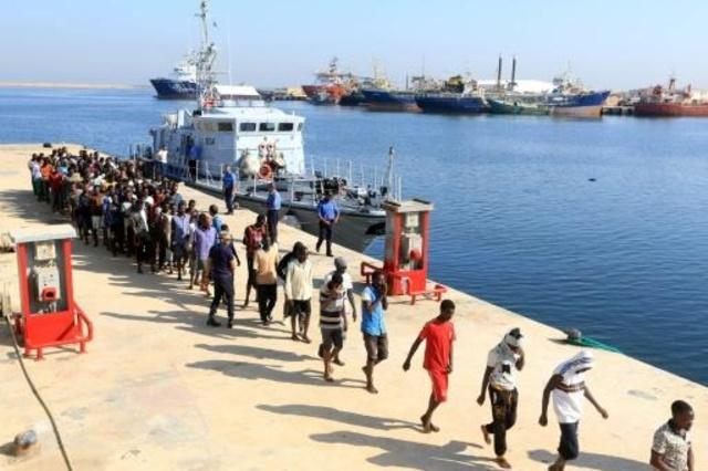 ليبيا.. خفر السواحل ينقذ قرابة 500 مهاجر غير شرعي على متن ستة قوارب