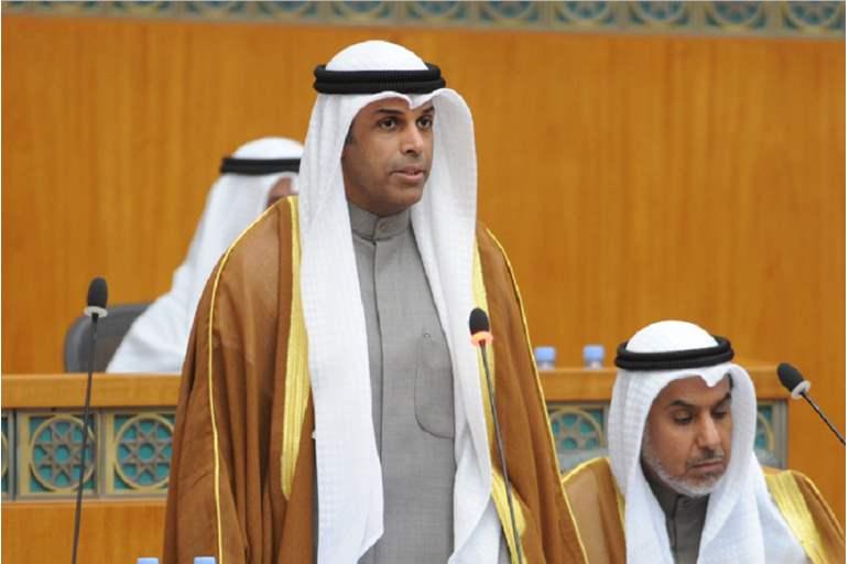 سبعة وزراء يؤدون اليمين الدستورية أمام أمير الكويت