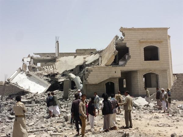 اليمن.. مقتل 7 مدنيين في قصف للتحالف السعودي على تعز