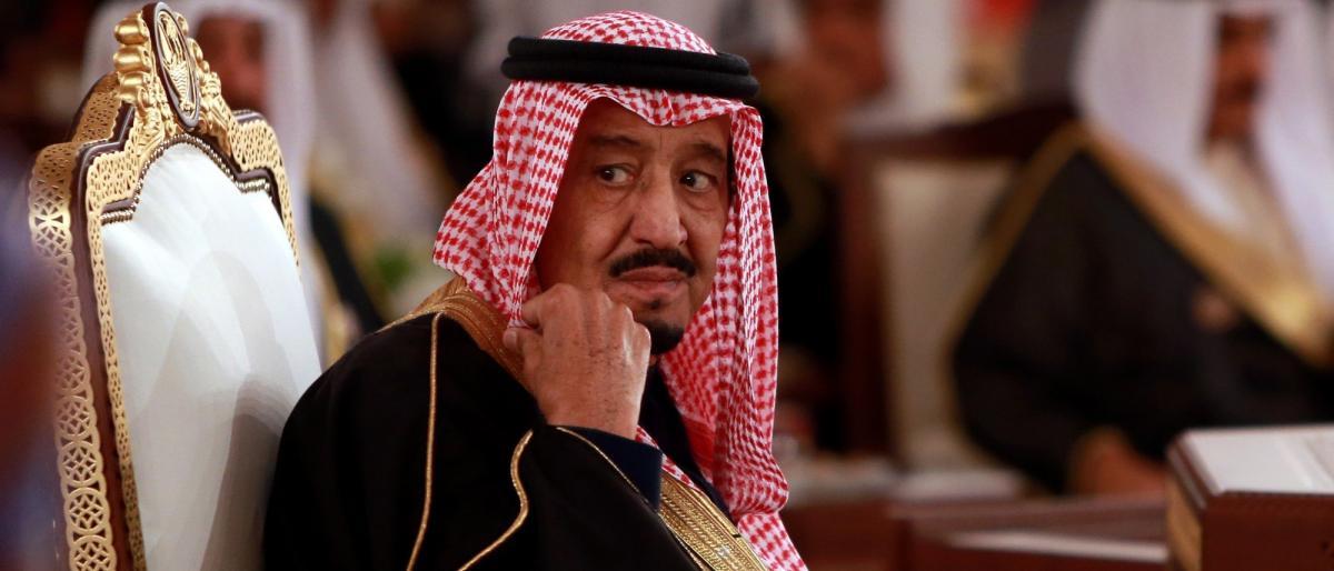 رويترز: الملك سلمان يقيَم صلاحيات ولي عهده