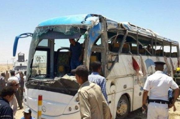 مصر.. قتلى وجرحى في هجوم استهدف حافلة مسيحيين وسط البلاد