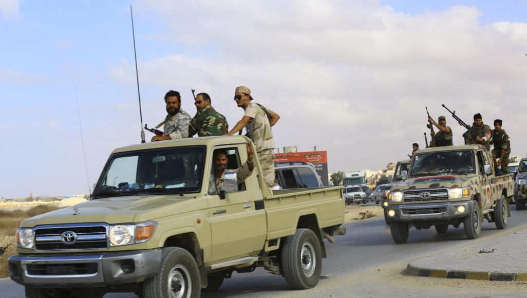 موقع فرنسي: أطماع اقتصادية وعداء للإسلاميين دوافع أبوظبي للعمل في ليبيا!