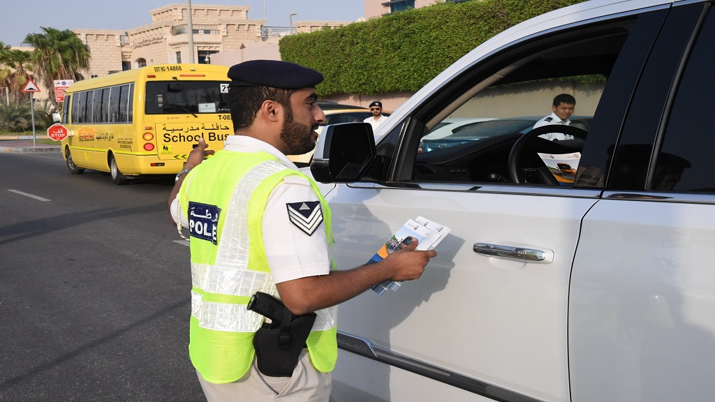مخالفات تحذيرية للسائقين المخالفين بالقرب من المدارس