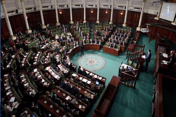 برلمان تونس يقرّ قانونًا يُلزم موظفي الحكومة بالكشف عن ثرواتهم
