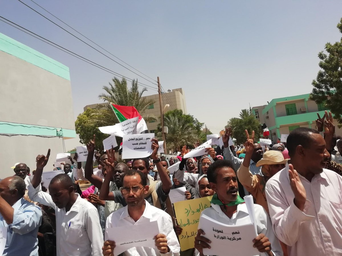 السودان.. احتجاجات لمطالبة المجلس العسكري بتسليم السلطة للمدنيين