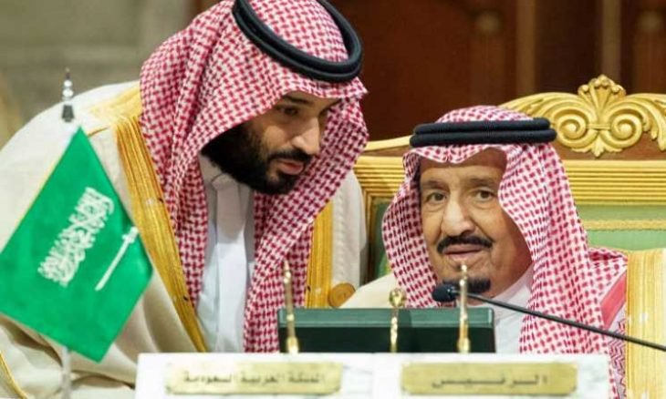 الغارديان: الملك سلمان يجرد ابنه من صلاحياته ويكلف مدير الأمن القومي بالمالية