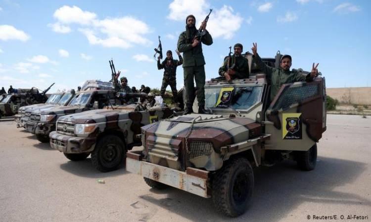 قوات الوفاق الليبية تستعيد أجزاءً من معسكر النقلية بطرابلس